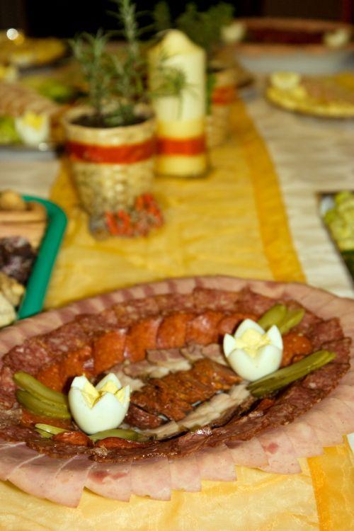 Salami, mėsa, kiaušiniai, rūkyta, agurkai, salami