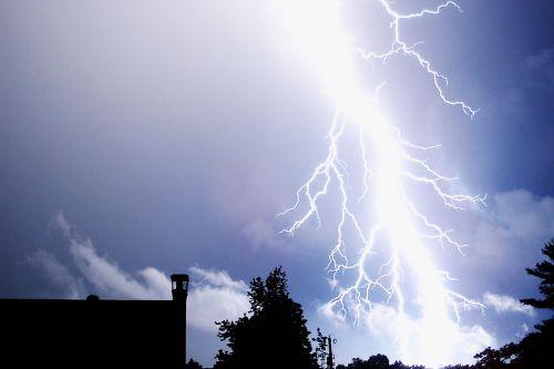 žaibas, griauna, griauna, audra, audros, lietus, vėjas, sezonai, Žaibo smūgis