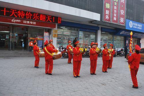 grupė, uniformos, būgnas, spektaklis, juosta raudonai