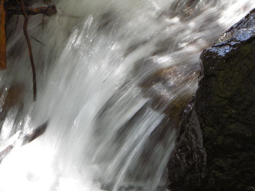 sušaldyta, vanduo, krioklys, srautas, kritimas, kalnas, takas, sušaldyta laiku