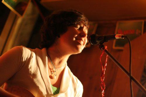 dainuoti, dainininkė, dainininkai, mikrofonas, mikrofonas, baras, atidaryti & nbsp, mikrofoną, intensyvus, emocija, muzika, melodija, vokalas, Moteris, dainininke pub