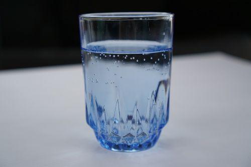 stiklinė vandens,vanduo,taurė,skaidrumas,mityba,šlapias,gazuotas,mineralinis,pavasaris,burbuliukai,skystas