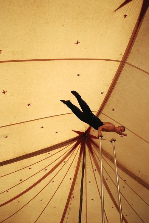 akrobatas,vyras,asmuo,cirkas,spektaklis,balansas,menininkas,žmonės