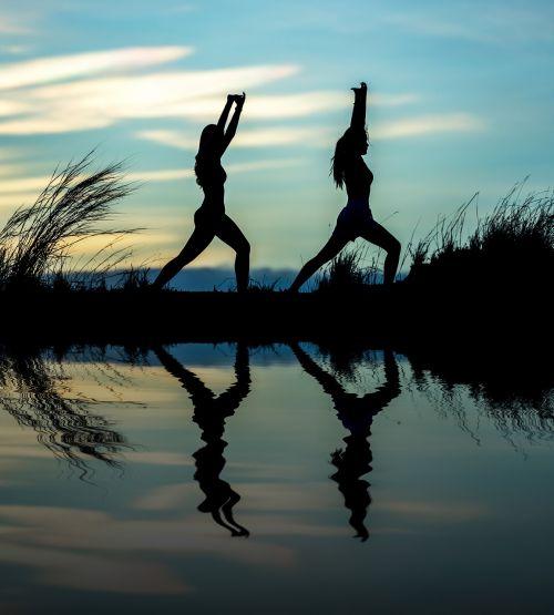 joga,sklandžiai,suaugęs,aerobika,asija,balansas,graži,kūnas,Kaukazo žmonės,koncepcija,kopijuoti,galia,pratimas,laisvė,pilnas,mergaitė,gimnastika,sveikata,stiprus,interjeras,juokinga,ilgis,gyvenimo būdas,meditacija,rytas,gamta,lauke,žmonės,pozicija,pozicija,laikysena,praktika,Asmeninė informacija,atsipalaiduoti,atsipalaiduoti,šešėlis,pusė,siluetas,kai kurie,sportas,saulės šviesa,saulėtekis,saulėlydis,mokymas,vaizdas,vanduo,moteris,jaunas