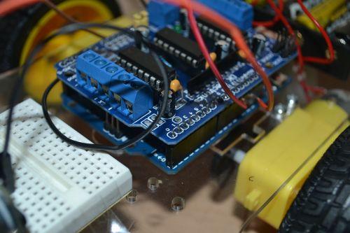 adafruit,valdytojas,Arduino,varikliai,kabeliai,elektronika