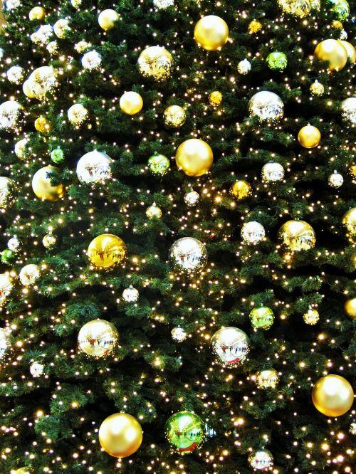 auksinė eglė,auksinė Kalėdų eglutė,Adventas,adventlich,auksas,rutulys,eglutė,dalinis žvilgsnis į eglutę su keptuvėmis,Kalėdos,Kalėdų atmosfera,Kalėdų eglučiai,weihnachtsbaumschmuck,Kalėdų rinka