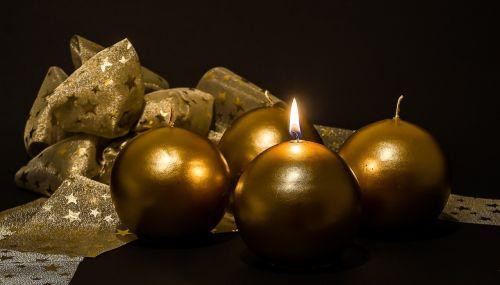 Adventas,1adventas,Advent žvakės,Kalėdų papuošalai,žvakės,pirmoji žvakė,šviesa,liepsna,kontempliatyvas,žvakių šviesa,Kalėdos,prieš Kalėdas,žvakių liepsna