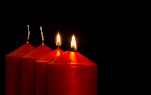 Adventas,2 atėjimas,Advent žvakės,Kalėdų papuošalai,žvakės,antroji žvakė,šviesa,liepsna,kontempliatyvas,žvakių šviesa,Kalėdos,prieš Kalėdas,žvakių liepsna