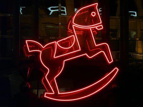 skelbimas,neoninis ženklas,neonas,Neoninė šviesa,neonas raudonas,pasukamas arklys,arklys,jūrų pėstininkai,raudona