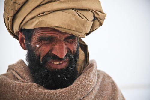 afghani,vyras,portretas,asmuo,šaltas,žiema,karas,ledinis,snaigės,gaubtu,labai šalta,užšaldymas,turbanas,tradicija