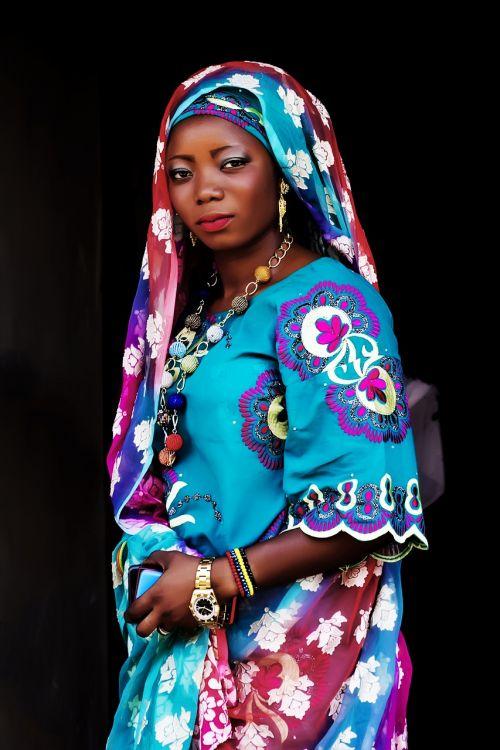 afrikiečių moteris,moteris,Nigerijos moteris,juoda,Moteris,juodos moterys,graži juoda moteris,asmuo,portretas,mada,patrauklus,Afrikos,suaugęs,akys,makiažas,šypsena,glamoras