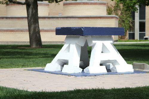 akmenys,Utah,Utah valstybinis universitetas