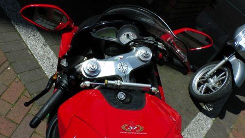 agusta & nbsp, aukšto & nbsp, našumo & nbsp, motociklo, agusta, motociklas, vairai, ratas, ratai, motociklas & nbsp, spidometras & nbsp, rpm & nbsp, skaitiklis, motociklai, speedo, spidometras, rpm, rev & nbsp, skaitiklis, skaitiklis, greitis, dviratis, baikeris, dviračiu, variklis, viešasis & nbsp, domenas, agusta motociklo vairai