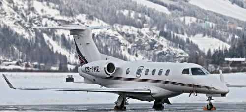 orlaivis,kelionė,šventė,skrydis,St Moritz,šaltis,šaltas,žiema,kraštovaizdis,oro uostas,Šveicarija,swiss alps,Alpių,kalnai,privatus lėktuvas,graubünden,engadin,samedanas,1707 m virš jūros lygio,m,samedano oro uostas,engadin oro uostas,didžiausias oro uostas Europoje,Privatus lėktuvas,takas,ledinis