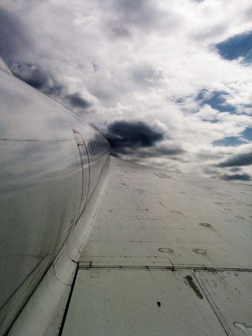 orlaivis,dangus,skristi,debesys,sparnas,balta,mėlynas,orlaivio sparnas