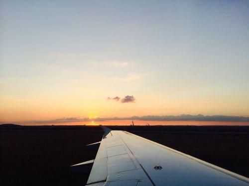 orlaivio sparnas,sparnas,saulėlydis,orlaivis,skristi,kelionė,šventė,krantinė