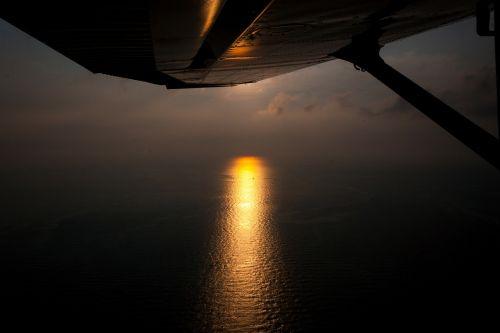 orlaivio sparnas,sparnas,saulėlydis,jūra,orlaivis,vakarinis dangus,afterglow,vanduo,kroatija