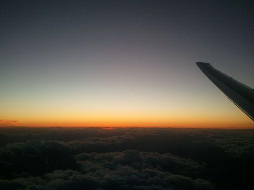 lėktuvas,kelionė,saulėlydis,atostogos,skrydis,gabenimas,oras,kelionė,orlaivis,kelionė,skristi,reaktyvinis,tarptautinis,aviacija,keleivis,kelionė,greitis