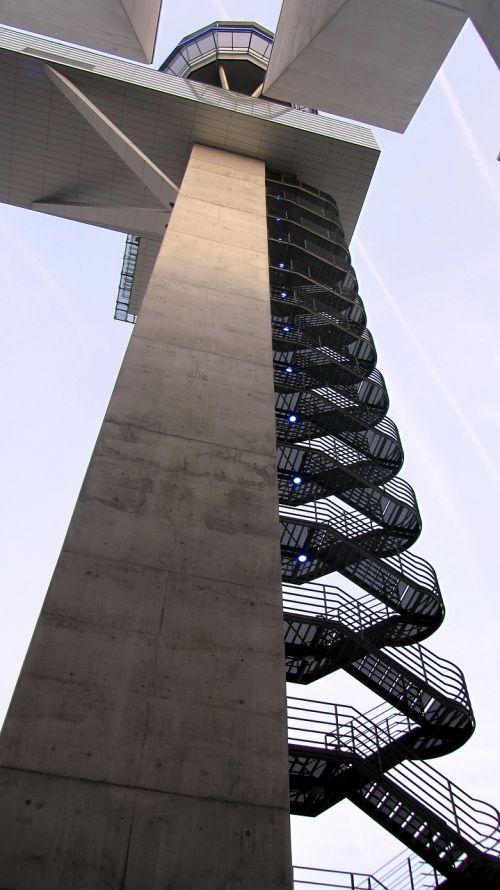oro uostas,aviacija,bokštas,aukštas,nuo apačios,laiptai,oro eismo kontrolė,oro transporto eismas,kontrolės bokštas,architektūra