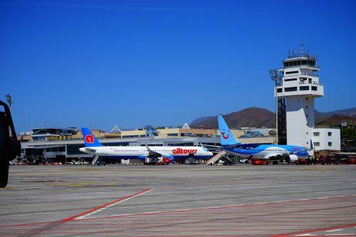 oro uostas,Tenerifė,takas,orlaivis,bokštas,Reina sofía,Tenerifė į pietus