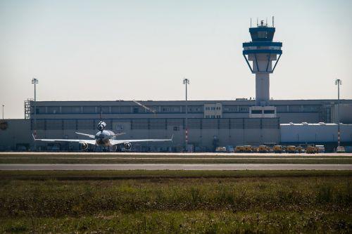 oro uostas,bokštas,orlaivis,Kelno Bonos oro uostas,krovininiai orlaiviai,aviacija,oro kroviniai,takas