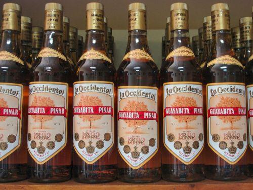 alkoholis,Kuba,buteliai,guayabita del pinar,likeris,romo likeris