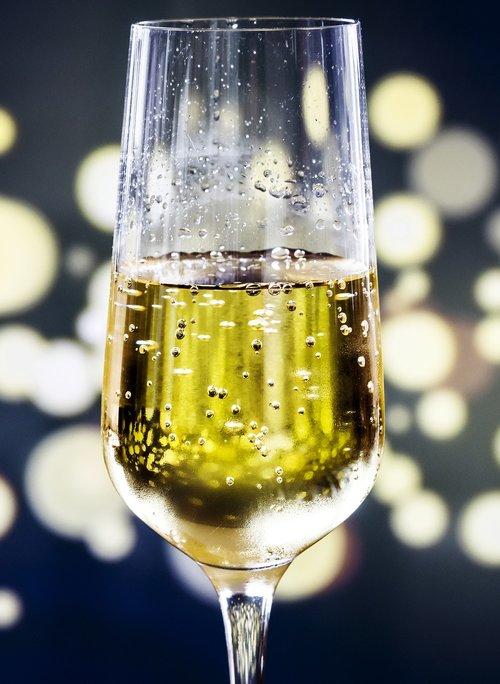 alkoholio, gėrimų, šviesus, šventė, Šampanas, kokteilis, vakarienė, gerti, geriamojo, renginys, festivalis, stiklo, skystis, Prabangūs, niekas, vakarėlis, gaivus, atgaiva, Romantika, romantiškas, putojantis, putojantis vynas, purslų, vyno, vyno taurė