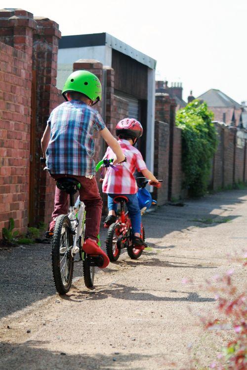 alėja,dviračiai,dviračiai,dviračiai,berniukai,vaikas,vaikai,dviračiu,vaikai,juostos,Jodinėjimas,kelias,trasa