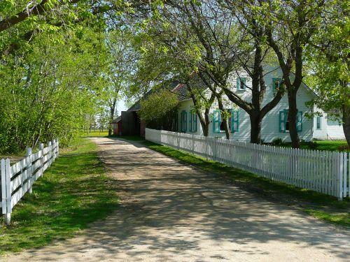 alėja,steinbach,Mennonito palikuonys,manitoba,Kanada,pastatas,tvora,architektūra,kaimas,senas,medžiai,kelias