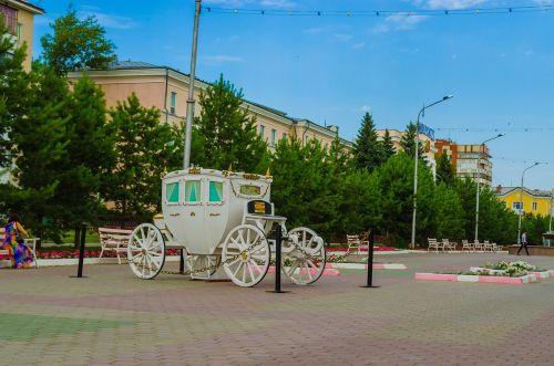 alėja,miesto aikštė,Miesto centras,statula,gėlės,kostanay,Kazachstanas,stendas,medžiai,vežimas