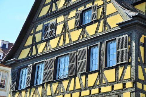 Alsace,smeigės,namas,Alsatijos namas,Strasbourg,langai,kaimas,france,prancūzų kaimas,Medevial namas,senas namas,namo fasadas,tradicinis,tradicinis namas,geltona,geltonoji namas,langinės,tradicinis būstas,regionas
