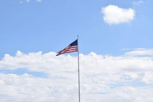 Amerikos vėliava,vėliava,raudona,balta,mėlynas,patriotinis,nacionalinis,usa,simbolis,juostelės,mus,vyriausybė,žvaigždė,amerikietiška vėliava plaukioja,liepa