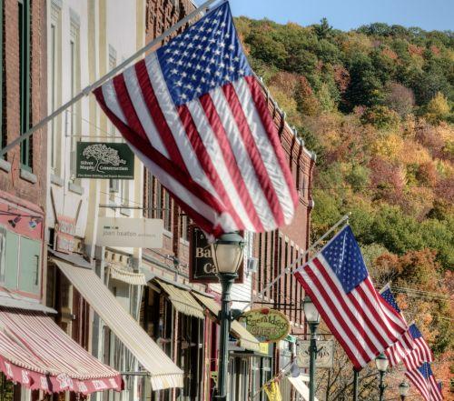 vėliava, vėliavos, mažas & nbsp, miestas, amerikiečių & nbsp, vėliava, žvaigždės & nbsp, juostelės, 911, raudona & nbsp, balta & nbsp, mėlyna, 4th & nbsp, liepos, nepriklausomybė & nbsp, diena, veteranai & nbsp, diena, darbo diena & nbsp, memorialinis & nbsp, diena, amerikietiškos vėliavos