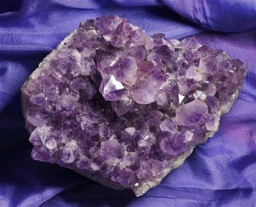 ametistas klasteris,kvarcas,ametistas,Brazilija,brangakmenis,mineralinis,kristalas,klasteris,violetinė,violetinė,gamta,kristalų gijimas,pusbrangiai