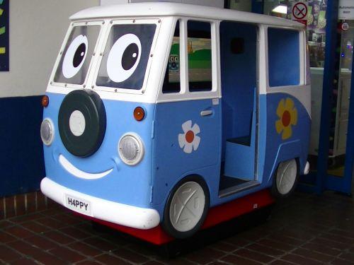 pramogos, pramogos, žaislas, žaislai, vaikas, vaikai, žaisti, žaisti, žaidimų aikštelė, linksma, laimingas, važiuoti, važiuoja, pramogos vaikams