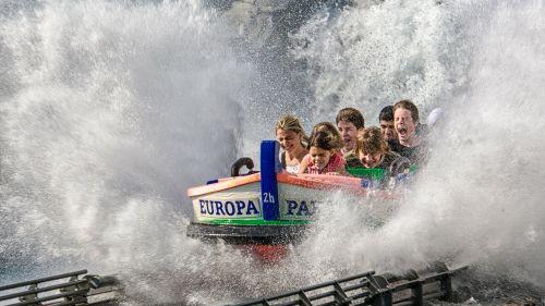 pramogų parkas,europa parkas,boot,parkas,vandens kalniukas,vanduo,švirkšti,linksma,vaikai
