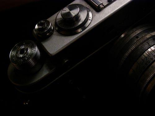 analoginė fotografija,fotoaparatas,analogas,fotografinė įranga,objektyvas,nuotrauka,analoginė kamera,Nufotografuok,zenitas,foto,fotografuoti,Fotografas,fotografijos,paminklas,fotostudija,retro kamera,senoji kamera,produktas,vidutinio formato,lomografija,istorinė kamera,juodas fonas,dvigubo lęšio refleksinė kamera,reporteris,maišas,istorinis,studija,raudona,įranga,slr,lomo,lubitel