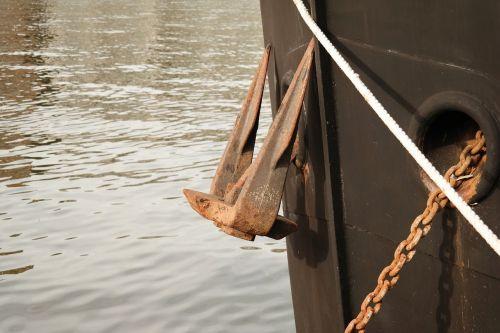 inkaras,rasa,grandinė,laivas,maas,boot,pataisyti,mezgimas,laivo aksesuarai,pakabukas,lynai,laivo eismo kamščiai,klaida,laivo lankas,laivyba,vanduo,upė,tikrai,paremtas