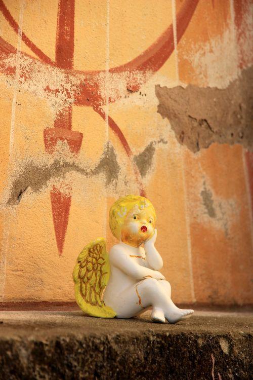 angelas,vaiko kapas,kapas,mirtis,malonumas,gedulas,tikėjimas,kapas,liūdesys,figūra,cherubas,mažas angelas,viltis,atmintis