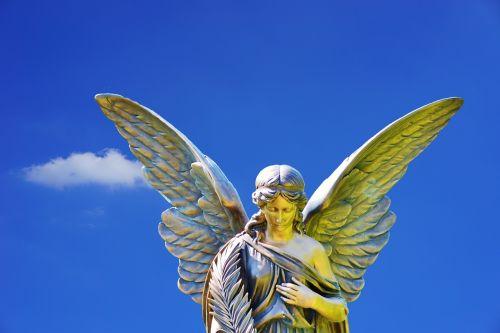 angelas,akmuo,skulptūra,figūra,deko,angelo figūra,religija,kapinės,apdailos akmuo,kapo figūra,menas,kapinės,akmens figūra,meno kūriniai,dangus,debesys,mėlynas