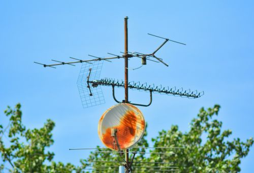 antena,tv antena,sat,Palydovinė televizija,palydovo priėmimas,palydovinis transliavimas,tv,Žiūrėti televizorių,televizijos priėmimas,palydovinės antenos,rusted,senas,senovinis,namų antena,stogo antena,istoriškai,ištemptas