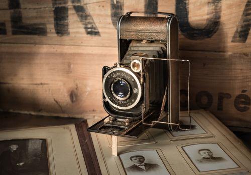 Senovinis,fotoaparatas,vintage,nuotrauka,senas,albumas,retro,nuotrauka,įranga,objektyvas,filmas,klasikinis,senovinė kamera,technologija,fotografijos,juoda,nuotrauka,dėmesio,užraktas,poveikis,amžius,senoji kamera,portretas,žmonės,sena nuotrauka,istorija