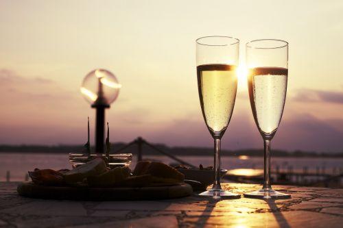 aperityvas,gerti,stiklas,prosecco,vynas,alkoholis,putojantis vynas,putojantis