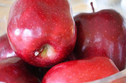 obuoliai,raudoni obuoliai,vaisiai,skanus,raudonas obuolys,natūralus,maistas,šviežias,raudona,sveikas