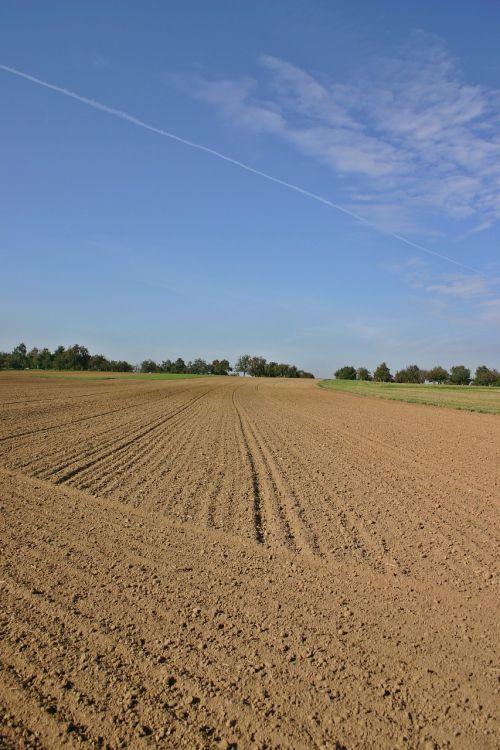 ariamasis,Ackerfurchen,laukas,Žemdirbystė,gamta,simetrija,kraštovaizdis,žemė,žemė,serijos,kiauras,dirvožemis,laukai,auginimas,dirvožemis,aplinka,ruda,pietų Vokietijos,dangus