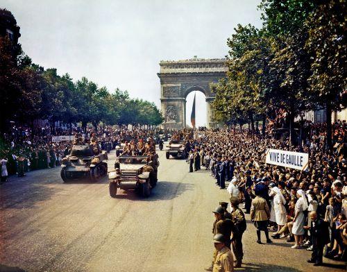Triumfo arka,paris,avenue des champs elysées,sąjungininkas,paradas,karinis paradas,1944,Antrasis Pasaulinis Karas,ww2,wwii