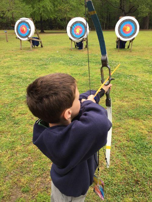 šaudymas iš lanko,berniukas,lankas,tikslas,vaikas,siekimas,rodyklė