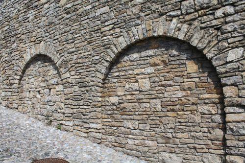 Archi, Siena, Akmenys, Plytos, Pakilimas