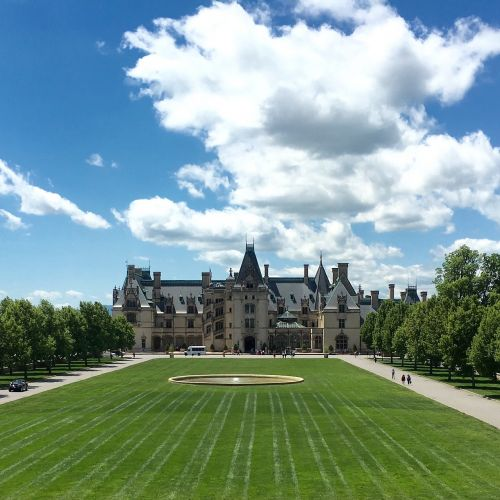 architektūra,Biltmore,Šiaurės Karolina,gyvenamasis namas,dangus,debesys,veja,amerikietis,namai,Ašvilis,didžiausias,didelis,didžiausias,mėlynas,namas,ornate