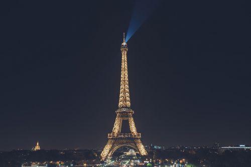architektūra,pastatas,miestas,miesto panorama,tamsi,Eifelio bokštas,vakaras,apšviestas,orientyras,naktis,lauke,dangus,panorama,dangoraižis,saulėlydis,aukštas,turizmas,turistų atrakcijos,Turistų kelionės tikslas,turistų vieta,bokštas,kelionė